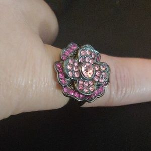 Jewelry - Pink flower ring